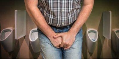 Los baños públicos resultan aterradores para quienes sufren de vejiga tímida.