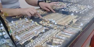 Empresarios en joyerias han incrementado las médidas de seguridad para evitar robos en sus establecimientos  .  Dilenni bonilla.