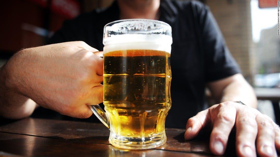 ¿Cómo ayudar a una persona con alcoholismo? 13 claves