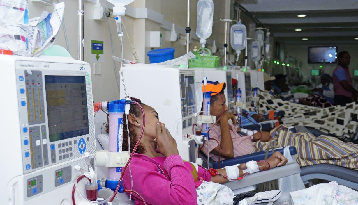 El país realiza alrededor de 200 trasplante al año según el doctor, Arsenio Medina.  Elizer Tapia