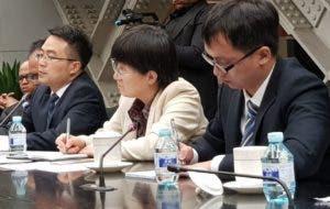 Autoridades de China que participaron en un encuentro con periodistas dominicanos.