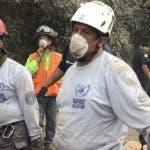Socorristas trabajan para  hallar  algún sobreviviente.