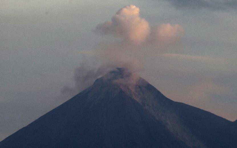 El volcán de Fuego todavía es una amenaza para el país. AP