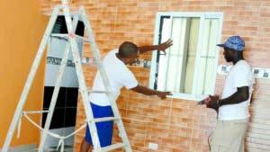 Los propietarios deben reparar desde las cocinas hasta los baños de las viviendas. JOSÉ DE LEÓN