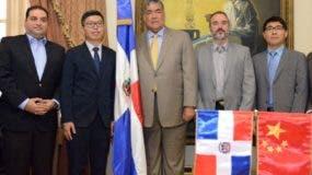 El grupo chino y Mejía hablaron en el Palacio Nacional.