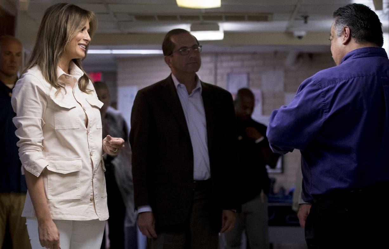 La primera dama Melania Trump viajó a la  frontera para supervisar los albergues de niños.AP