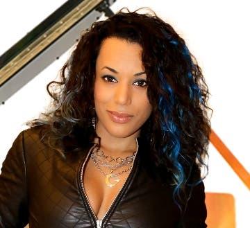 La cantautora dominicana Leisha está de promoción.