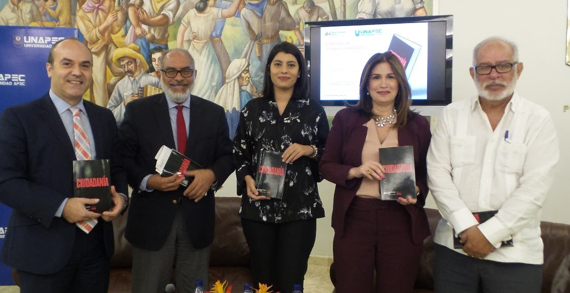Iban Campo, Persio Maldonado, Carolina Santana, Circe Almánzar y Wilfredo Lozano, en la puesta en circulación del libro.