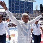 Andrés Manuel López Obrador  encabeza las encuestas.  AP