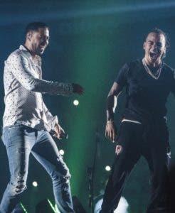 La sorpresa de la noche fue ver en escena a Romeo Santos y Wisin y Yandel. JOEL GARCIA
