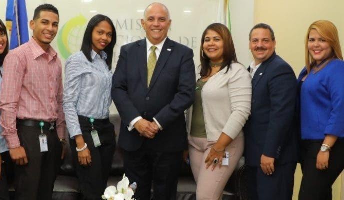 El director ejecutivo de la entidad, Ángel Canó, junto al  equipo de  Difusión.