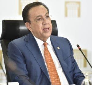 El gobernador del Banco Central, Héctor Valdez Albizu.