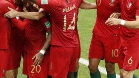 Ricardo Quaresma junto a sus compañeros celebran el gol. AP