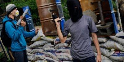 En algunos lugares de Managua las calles permanecían bloqueadas o había barricadas bajo el control de jóvenes.  AP