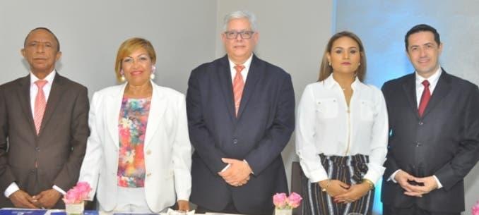 Miguel Cabrera, Deidamia Antigua, Enrique Cambier, Lilian Báez y Alberto Ávila.