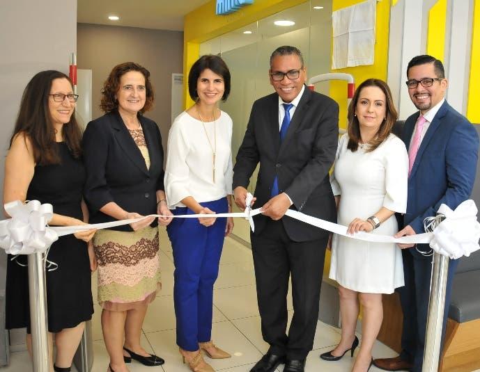 Janet Olivares, Rosa Elcarte, Mercedes Ramos, Andrés Manzueta, Silvia Salazar y Juan Carlos de Jesús.