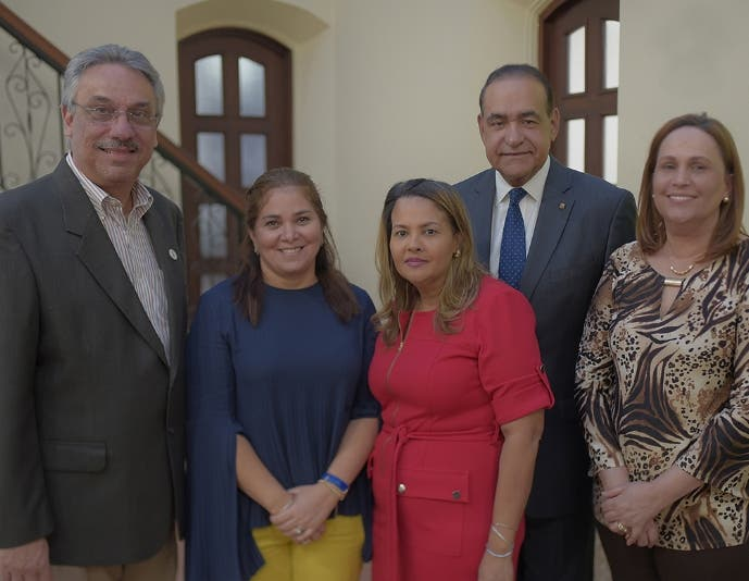 Marcos Núñez, Grace Cochón, Victoria Álvarez, Julio Amado Castaños Guzmán y Violeta González.