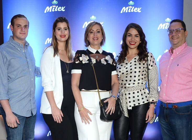 Raúl Karim Rizik, Isabella Mejía, Alexandra Mejía, Rosa Lía Mejía y Guido Gil.