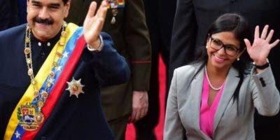 El presidente Maduro juramenta a los nuevos funcionarios.