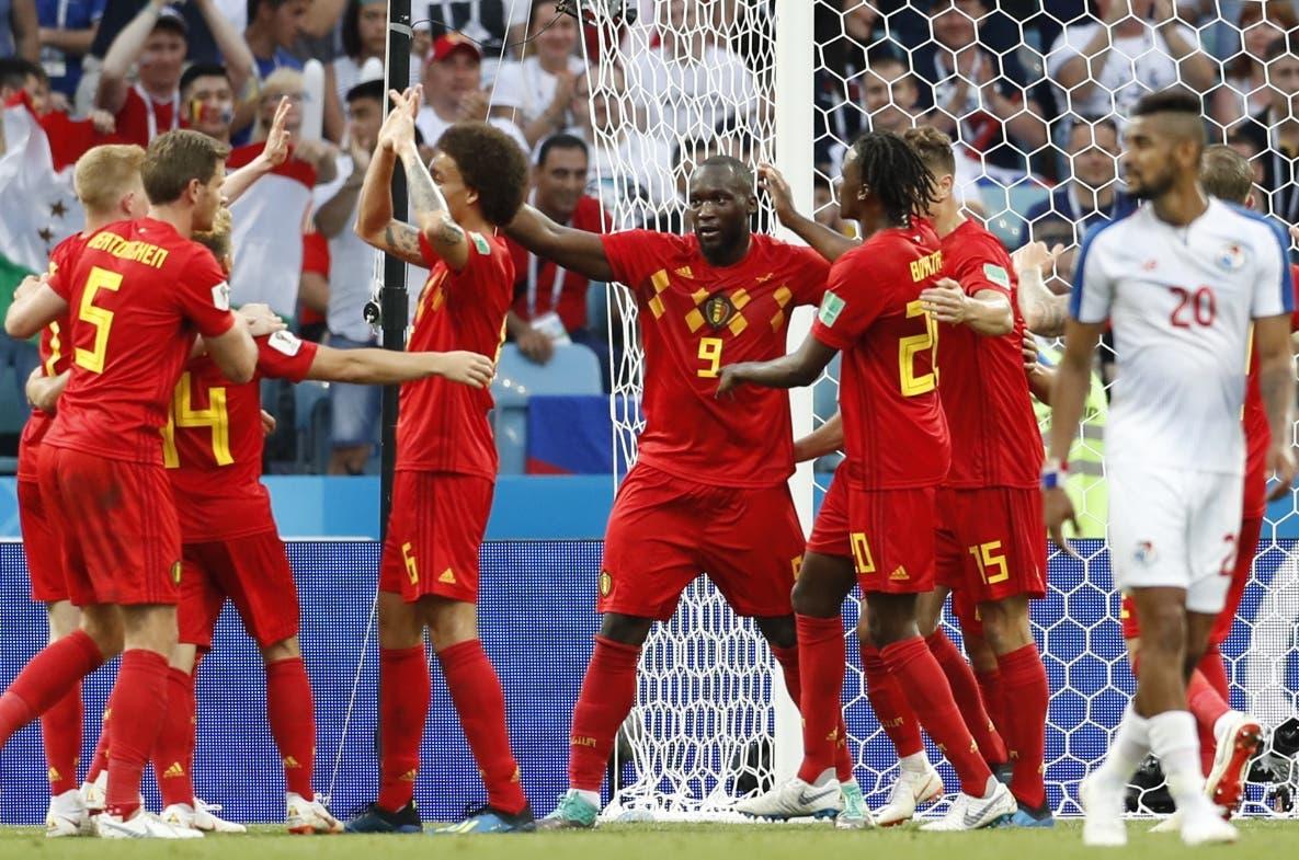 Romelu Lukaku     celebra al marcar uno de sus dos goles en el partido de ayer.  AP