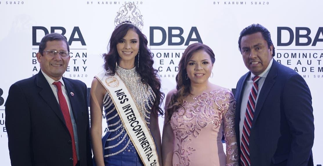 Crisanto Torres, Verónica Salas, Karumi Suazo y César Gómez.