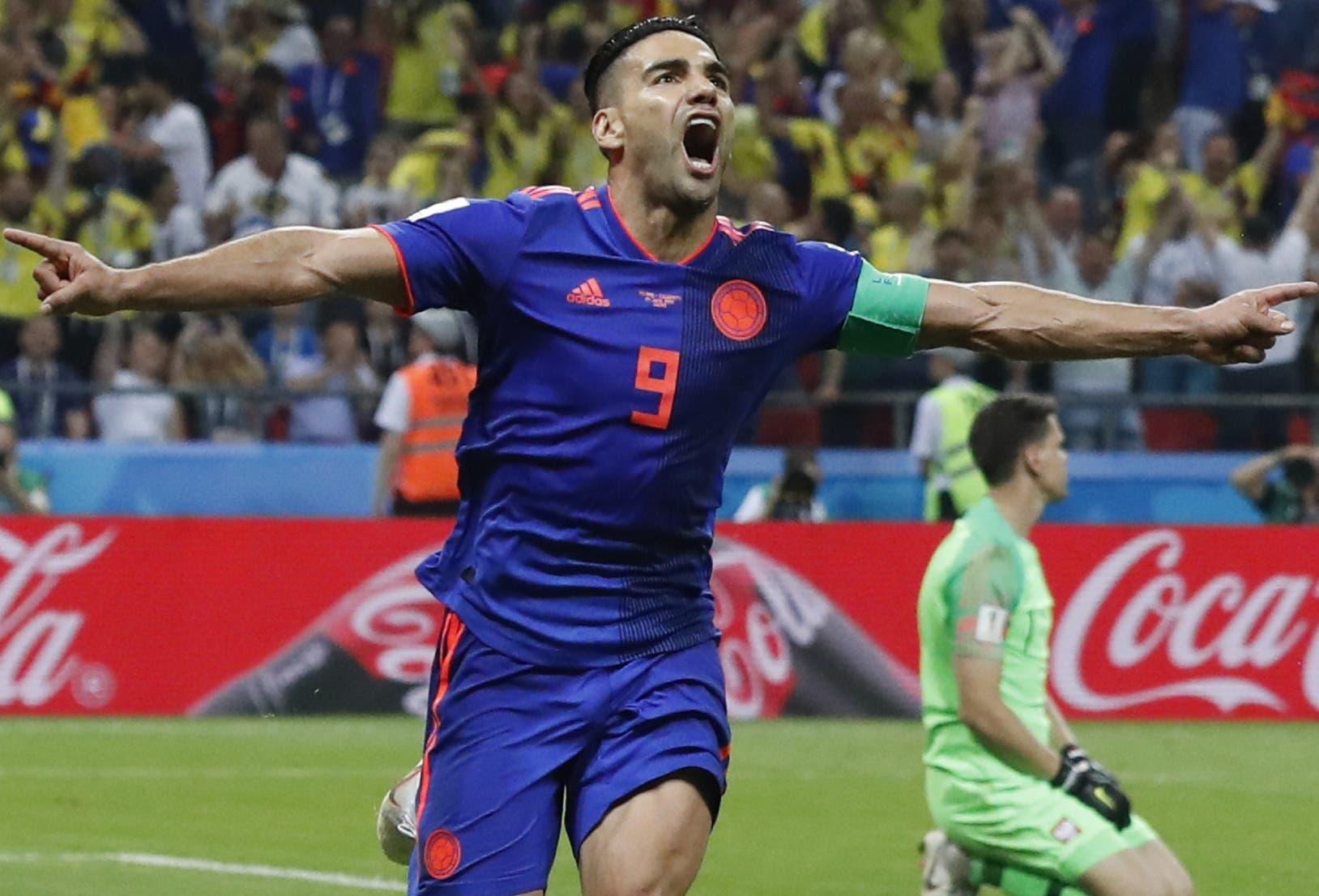 "Colombia sigue ""vivita"" al golear 3-0 a Polonia"