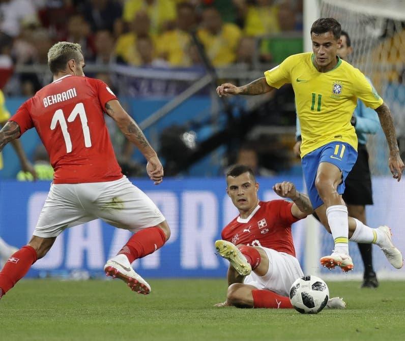 Philippe Coutinho se dispone  hacer ofensiva por Brasil. ap