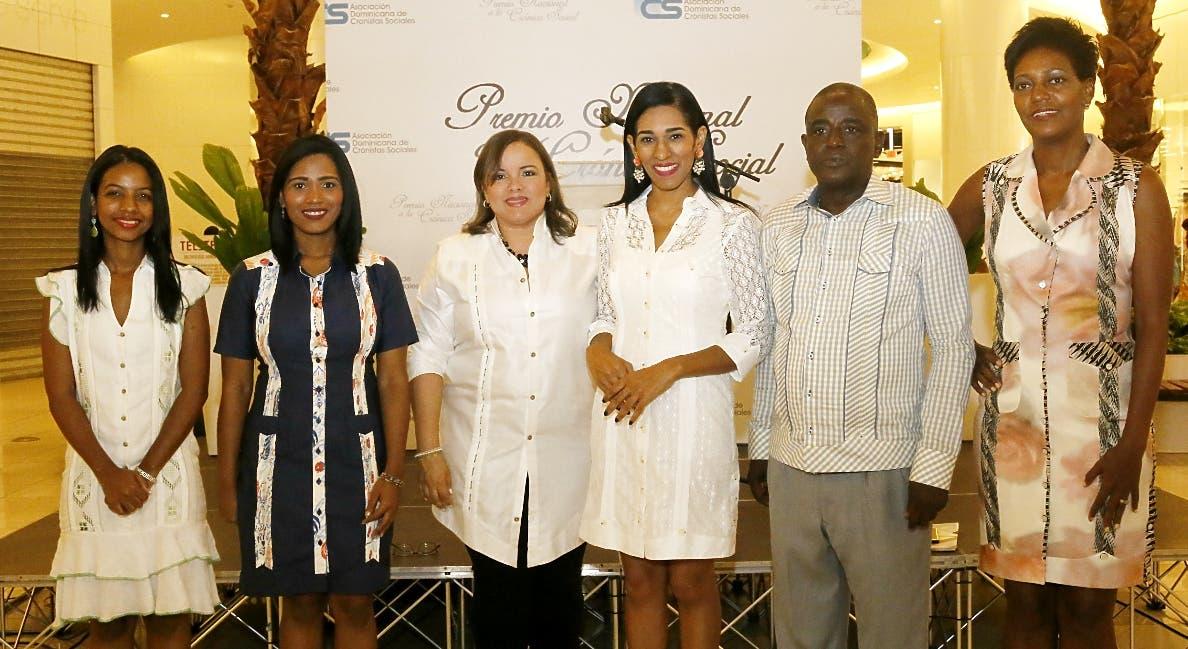 Shawell Peña, Dilenys Evangelista, Sinthia Sánchez, Rosa Arredondo, Eusebio Marte y Yubelkis Mejía, durante la rueda de prensa.