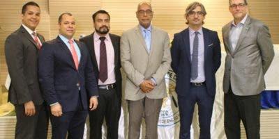 Jonathan Vargas, Julio Jiménez, William Guido Guerrero, Bienvenido Peña, Diego González y Luis Betances, durante el  primer Masterclass VATS Uniportal.