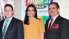 Arcenio García, Ana Ventura y Arturo Espinal  en la inauguración de la feria.