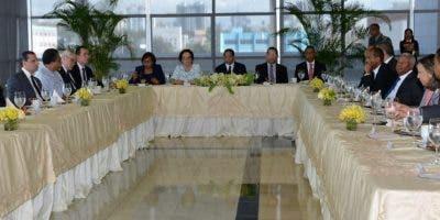 El presidente de la Suprema, Mariano Germán, habla durante un encuentro con ejecutivos de los medios  de comunicación impresos.  fuente externa.