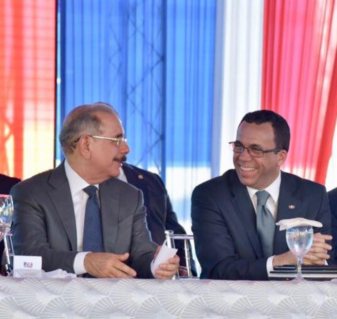 El presidente Medina y el ministro Andrés Navarro durante la inauguración.  fuente externa