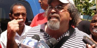 Rogelio Cruz participa en movimientos sociales en el país.