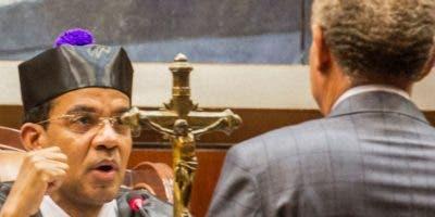 El juez Francisco Ortega interroga a Ángel Rondón.  Foto de archivo.