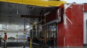 Daños provocados por vallas  son reparados.  JOSE DE LEON.