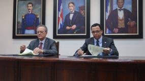 Esta iniciativa de colaboración público-privada es fruto de un acuerdo firmado entre los señores Manuel A. Grullón, presidente de Grupo Popular y del Banco Popular Dominicano, y Andrés Navarro, ministro de Educación.