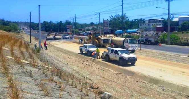 ciudadanos-denuncian-que-avanzan-a-paso-de-tortuga-trabajos-de-adecuacion-maltrecha-carretera-puerto-plata-navarrete
