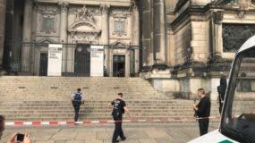 La Catedral de Berlín fue acordonada tras el tiroteo. AFP