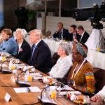 Dayle Haddon, Christine Lagarde, el presidente estadounidense Donald Trump, Christine Whitecross, Winnie Byanyima y la primera ministra británica Theresa May poco después de la llegada del presidente de Estados Unidos durante el Consejo Asesor de Igualdad de Género desayuno en el segundo día de la Cumbre del G7. AFP