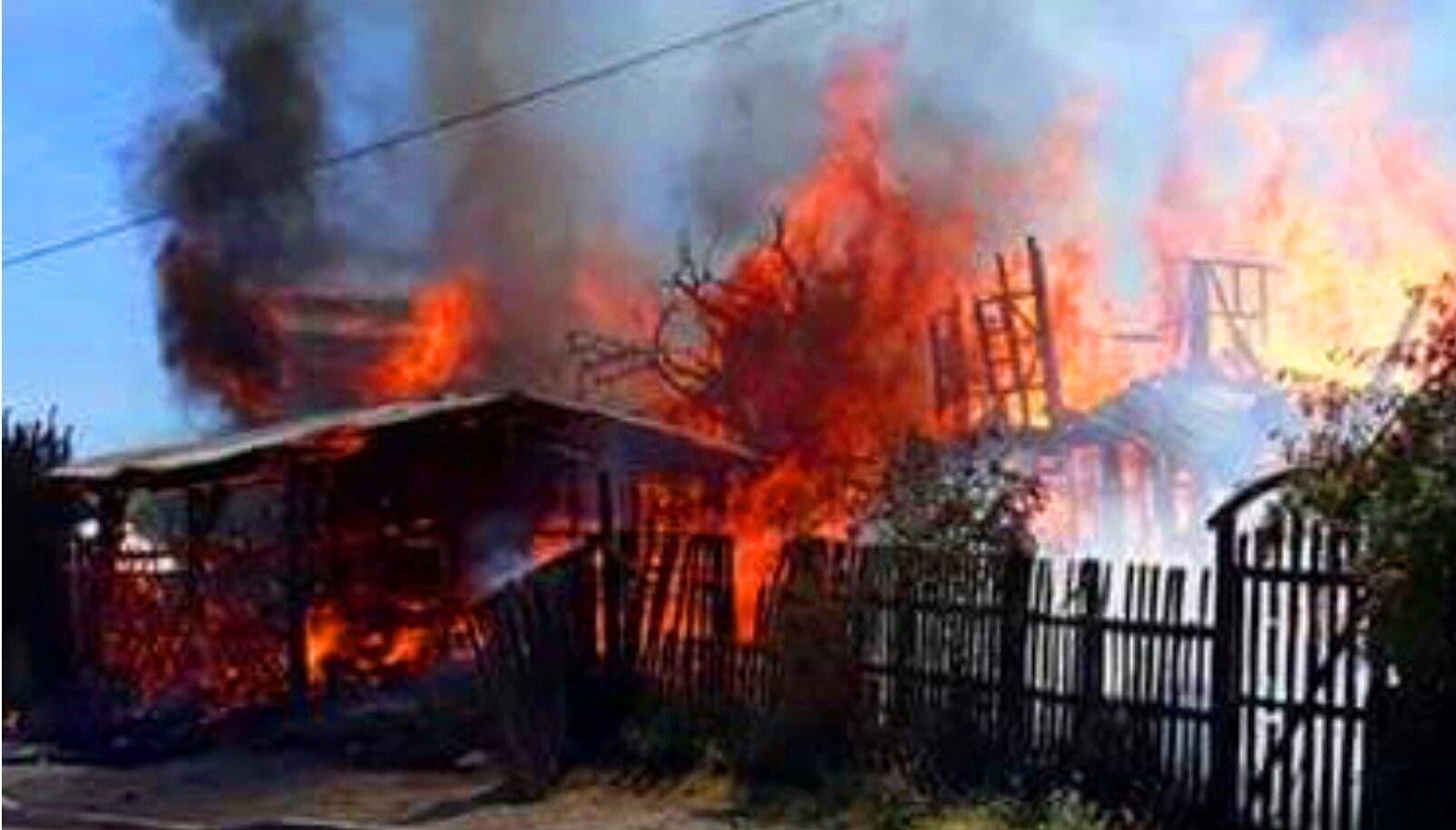 Incendio reduce a cenizas dos viviendas en sector Villa Progreso de Puerto Plata