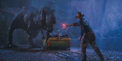 """Aquel hito, que acercó a miles de niños a la ciencia y la paleontología, se convirtió en la película de mayor recaudación hasta la llegada de """"Titanic"""" (1997) y se alzó con tres Óscar (mejores efectos visuales, mejores efectos de sonido y mejor sonido)."""