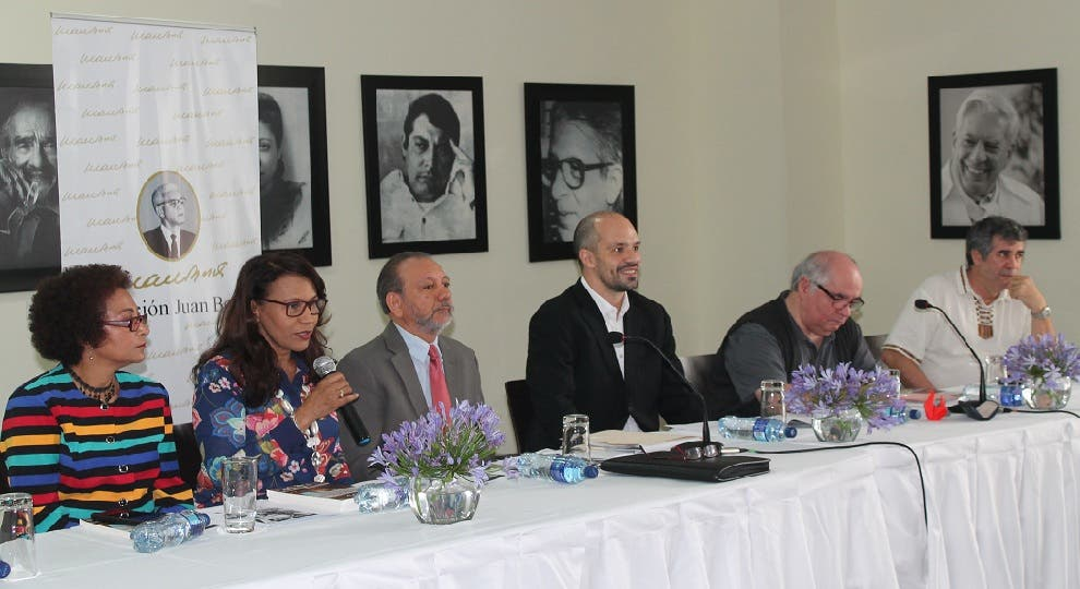 """Mesa directiva del Encuentro """"200 años con Carlos Marx: su actualidad histórica""""."""