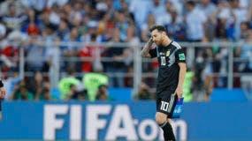 El delantero de Argentina Lionel Messi reacciona tras el empate 1-1 contra Islandia por el Grupo D del Mundial en el estadio Spartak en Moscú, el sábado 16 de junio de 2018. (AP Foto/Víctor Caivano)