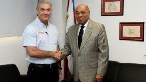 El ministro de Obras Públicas, Gonzalo Castillo, junto a Milton Ray Guevara, presidente del TC.