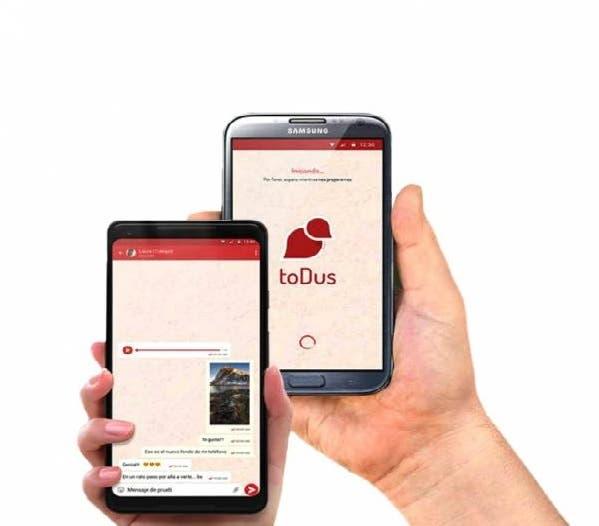 Con toDus el usuario puede enviar mensajes, fotos, archivos de hasta diez megabytes de «peso», y crear grupos de hasta 250 personas para intercambiar.