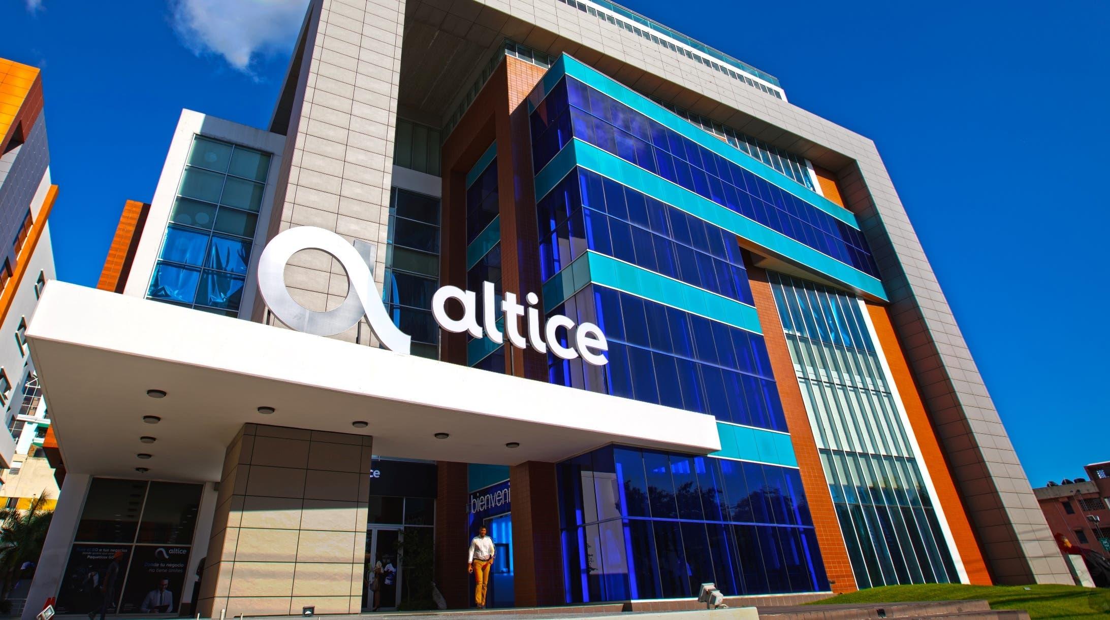 La telefónica Altice Dominicana acordó vender todassus torres de antenas de telecomunicaciones en el país.