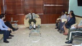El general Frener Bello Arias recibió a la comisión en su despacho.