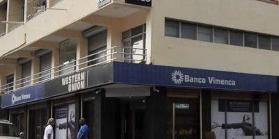 Sucursal de Vimenca donde se produjo el robo de más de 11.4 millones de pesos el pasado sábado.