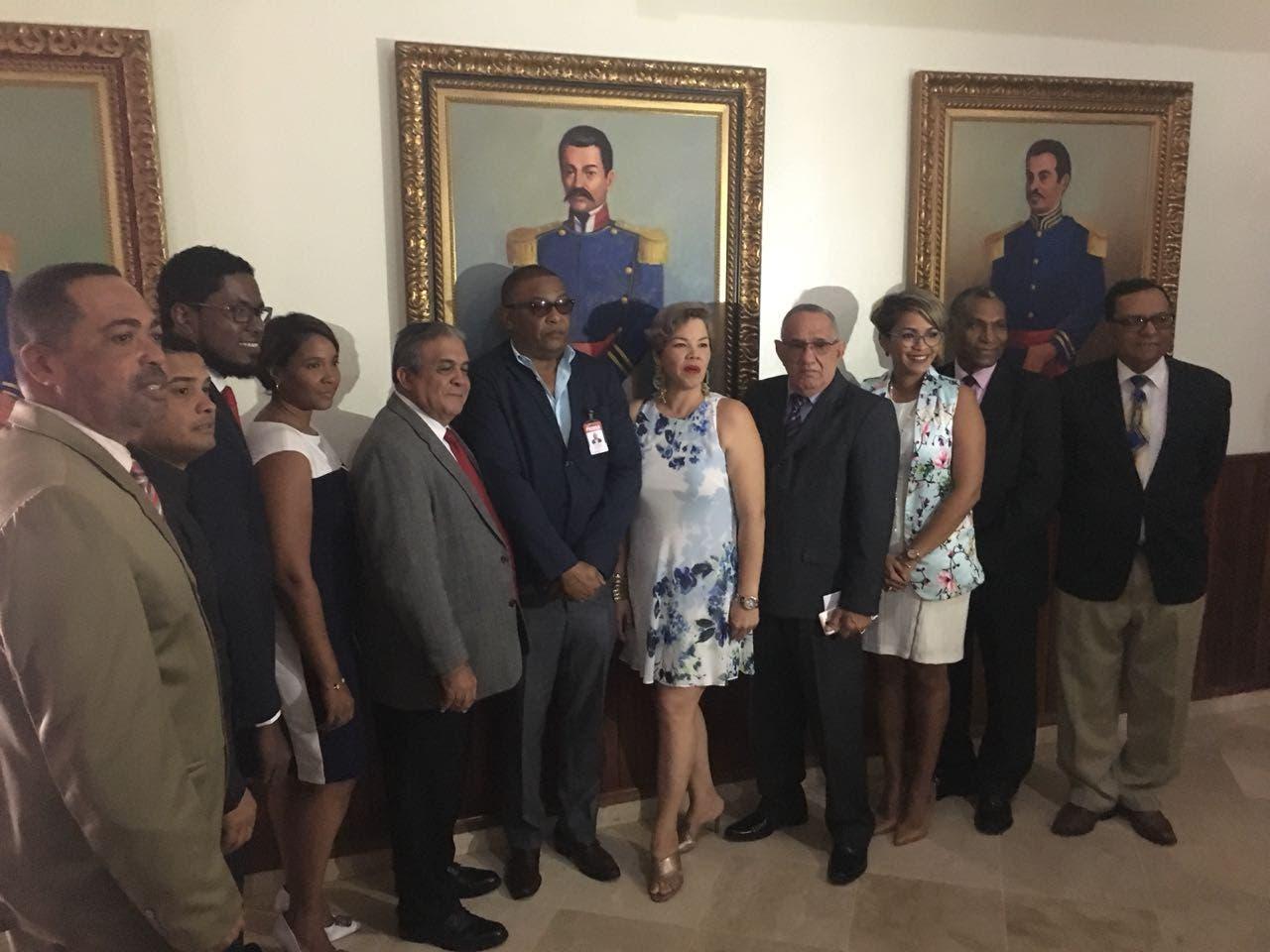Miembros de la directiva de APEFUMI que fueron juramentados hoy. Foto: fuente externa.