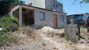 En esta humilde residencia vivía Henry Daniel Lorenzo Ortiz, acusado de matar a la ampliada de una joyería luego de asaltarla.